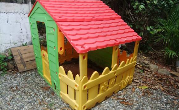 cabane en plastique pour enfant annonce jeux jouets. Black Bedroom Furniture Sets. Home Design Ideas