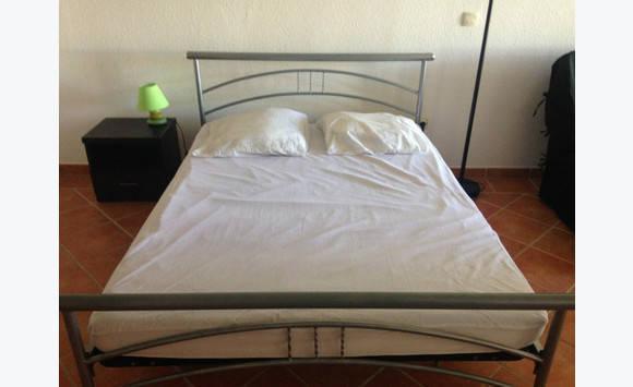 lit 140x190 matelas prot ge matelas annonce meubles et d coration cul de sac saint. Black Bedroom Furniture Sets. Home Design Ideas