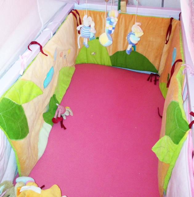 transat minnie et tour de lit neuf annonce. Black Bedroom Furniture Sets. Home Design Ideas