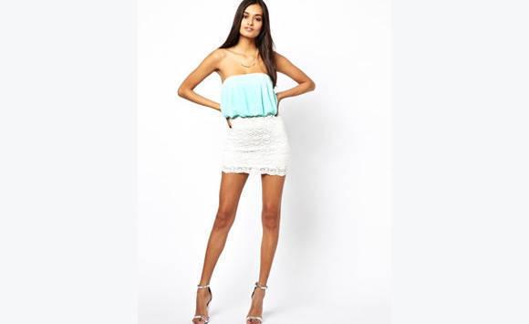 bed0b5a5dd6 Petite robe de soirée à dentelle neuve taille S - Vêtements ...