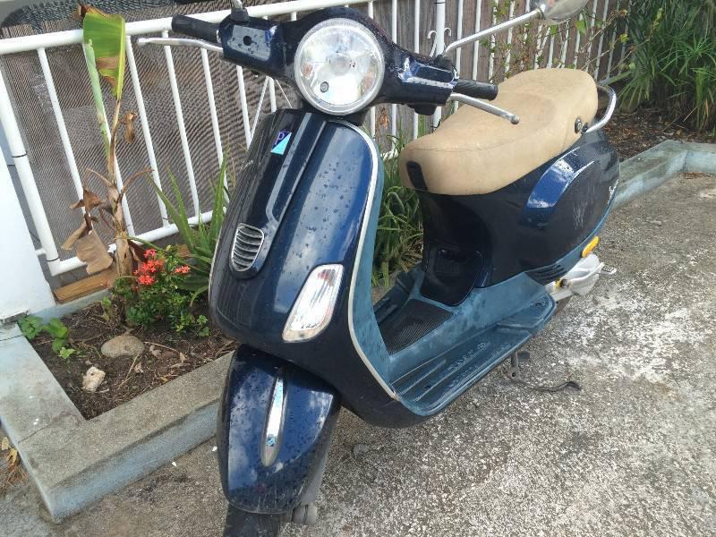scoot vespa neuf annonce motos scooter quad saint. Black Bedroom Furniture Sets. Home Design Ideas