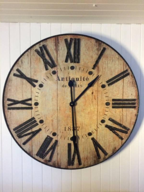 Grande horloge murale au style industriel annonce for Horloge murale style industriel