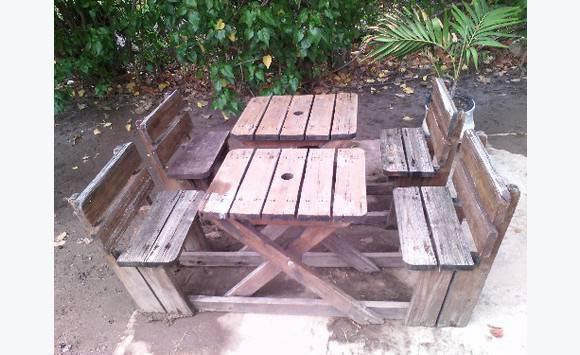Table en bois 2 pers annonce mobilier et quipement d for Table d exterieur en bois