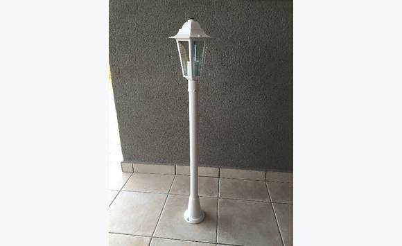 Lampadaire ext rieur blanc neuf annonce mobilier et for Lampadaire exterieur blanc