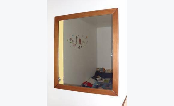 Miroir avec encadrement bois annonce meubles et for Miroir encadrement bois