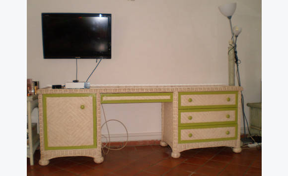 bureau en rotin annonce meubles et d coration mont vernon saint martin. Black Bedroom Furniture Sets. Home Design Ideas