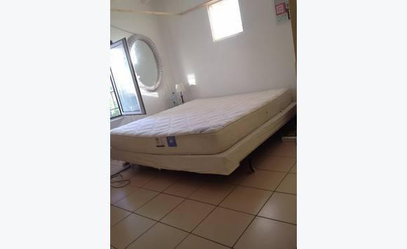 matelas queen size annonce meubles et d coration oyster pond saint martin. Black Bedroom Furniture Sets. Home Design Ideas