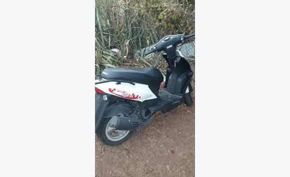 kymco 50 alarme annonce motos scooter quad grand case saint martin cyphoma. Black Bedroom Furniture Sets. Home Design Ideas