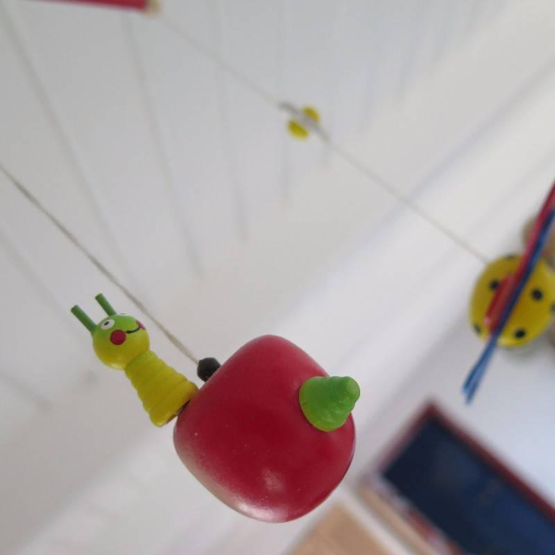 Mobile pomme papillon ulysse couleurs d 39 enfances pu riculture equipement b b saint martin - Pomme papillon ...