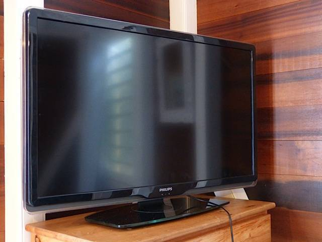 tv philips ambilight 100 cm classified ad images. Black Bedroom Furniture Sets. Home Design Ideas