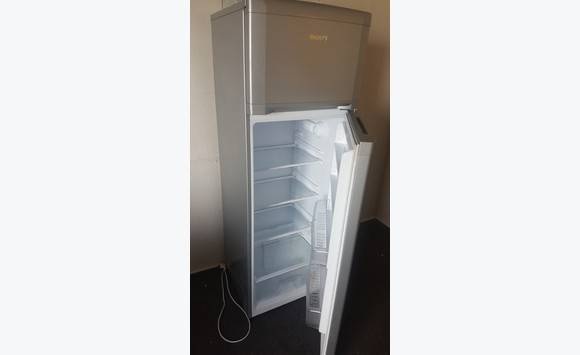 frigo tres peu servi annonce lectrom nager saint martin. Black Bedroom Furniture Sets. Home Design Ideas
