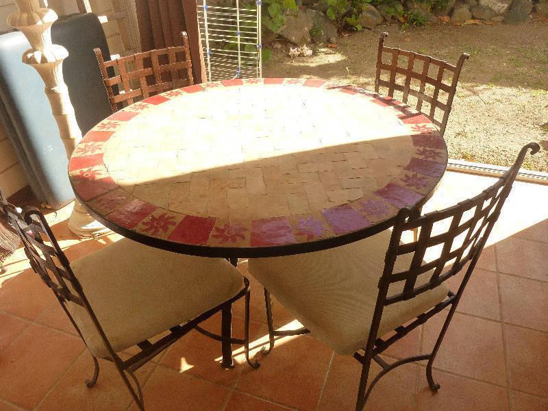 Table ronde ceramique avec chaise et petite table annonce meubles et d co - Petite table et chaise ...