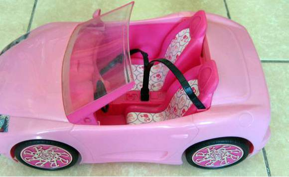 voiture barbie annonce jeux jouets cayenne guyane cyphoma. Black Bedroom Furniture Sets. Home Design Ideas