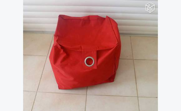 Pouf rouge carr in s972 annonce meubles et for Pouf carre rouge