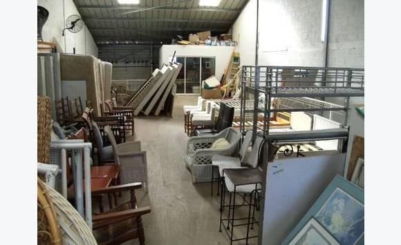 belle affaire commerce de mobilier d 39 occasion 150 000 bureaux commerces soci t s saint. Black Bedroom Furniture Sets. Home Design Ideas
