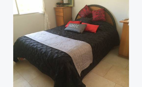 lit sommier matelas dessus de lit coussins annonce meubles et d coration saint martin. Black Bedroom Furniture Sets. Home Design Ideas