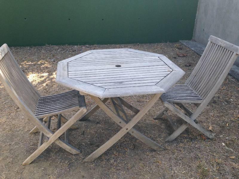 Table et deux chaises en teck exterieur annonce for Meuble bar exterieur teck