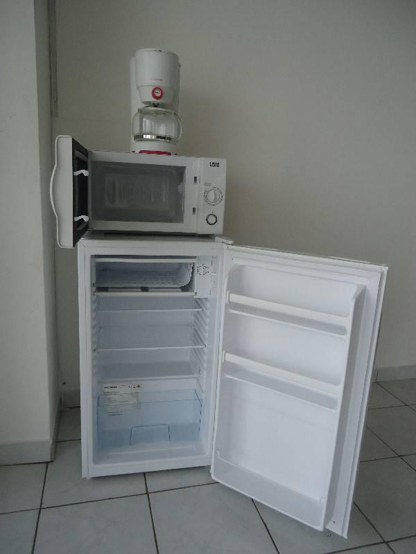 frigo top cafeti re micro onde annonce. Black Bedroom Furniture Sets. Home Design Ideas