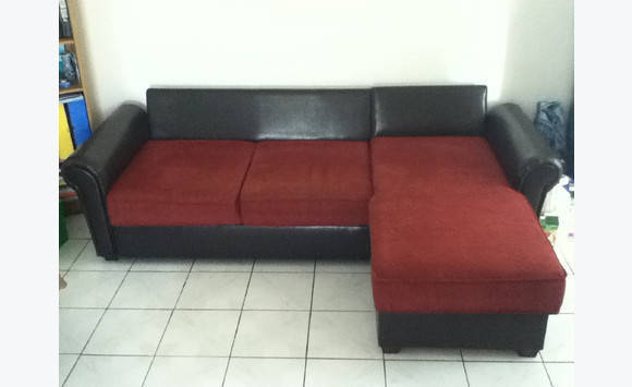 canap d 39 angle convertible en tissu bordeaux annonce meubles et d coration le gosier. Black Bedroom Furniture Sets. Home Design Ideas