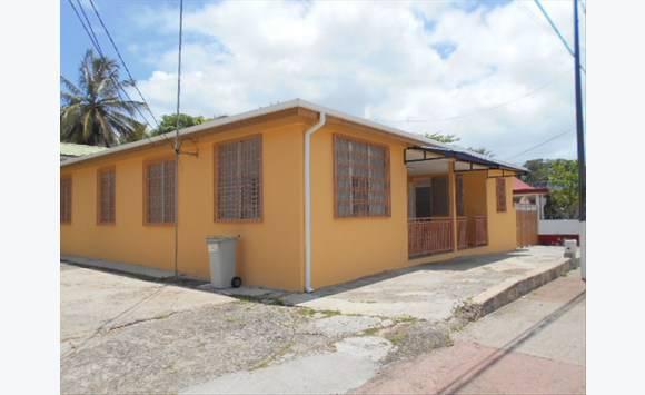 Maison de ville annonce locations maison lamentin for Annonces de location de maison