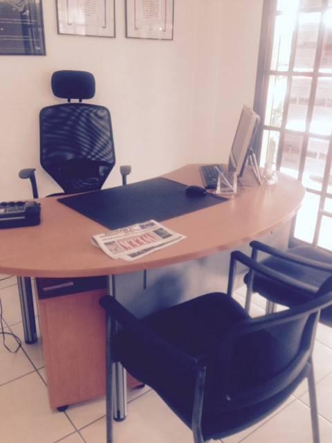 Mobilier de bureau et fauteuils annonce petit mat riel for Petit mobilier de bureau