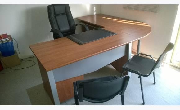 bureau pro 4 pieces fauteuil et 2 chaises Annonce Meubles et