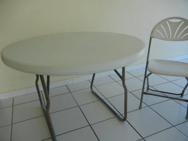 Table chaises annonce mobilier et quipement d for Equipement exterieur
