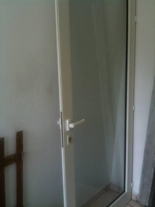 Porte vitree aluminum annonce mobilier et quipement d for Porte exterieur aluminium