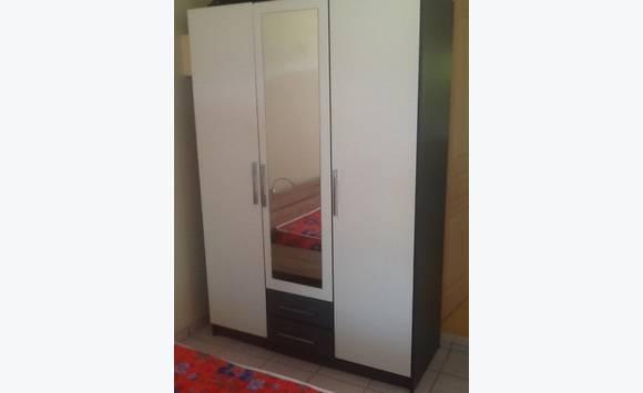 lit armoire table basse pouf buffet frigo annonce vide maison terres basses saint. Black Bedroom Furniture Sets. Home Design Ideas