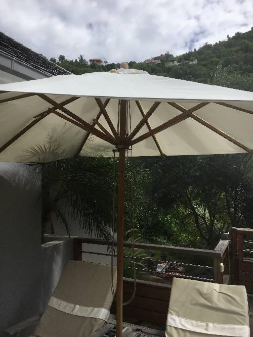 Parasol bambrella annonce mobilier et quipement d for Equipement exterieur