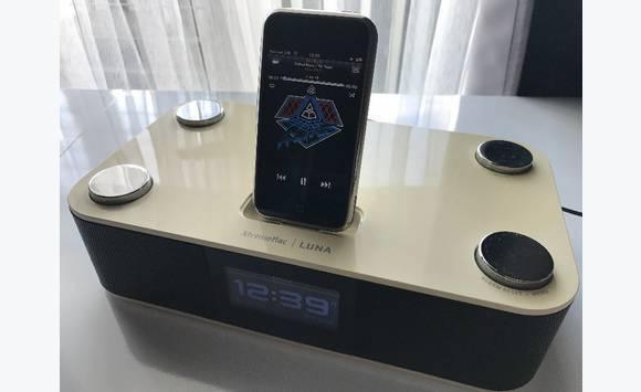 ••• Clock radio iPod/iPhone •••