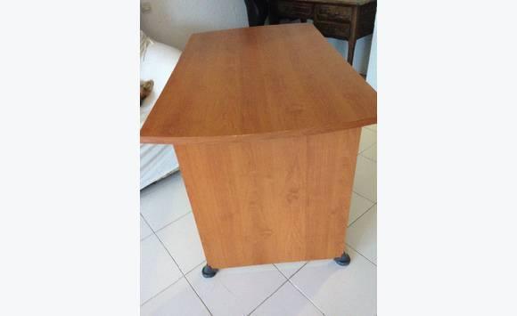 donne bureau annonce meubles et d coration mont vernon saint martin. Black Bedroom Furniture Sets. Home Design Ideas
