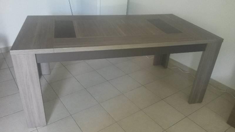 Table 4 chaises offertes annonce meubles et for Meuble concordia