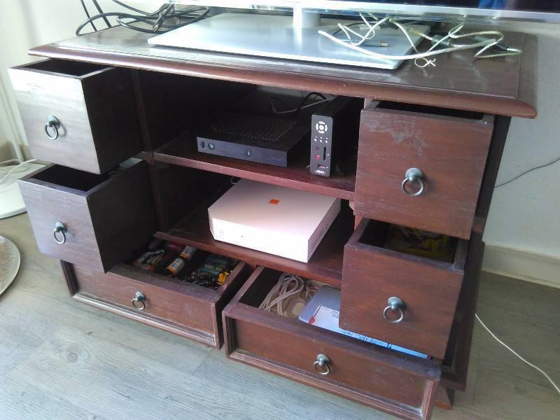 meuble t l bois rouge annonce meubles et d coration parc de la baie orientale saint martin. Black Bedroom Furniture Sets. Home Design Ideas