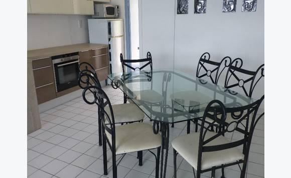 table verre et fer forg et 6 chaises