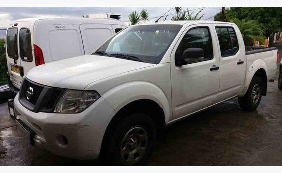 nissan navara facelift 2 5dci double cabine 2013 voitures martinique. Black Bedroom Furniture Sets. Home Design Ideas