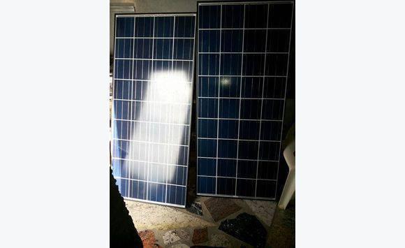 2 panneaux solaires annonce mobilier et quipement d for Equipement exterieur