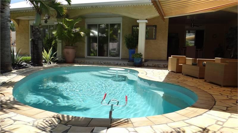 Villa f5 de plein pieds avec piscine 480 000 ventes for Piscine 12 pieds