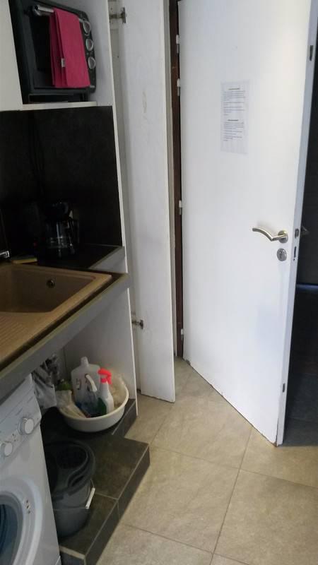 cherche bricoleur pour regler cette porte annonce demande services marigot saint martin cyphoma. Black Bedroom Furniture Sets. Home Design Ideas