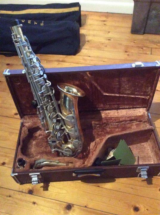 lit briques de verre saxophone trucs de chien maison annonce vide maison philipsburg. Black Bedroom Furniture Sets. Home Design Ideas