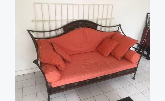 canap fer forg annonce meubles et d coration orient. Black Bedroom Furniture Sets. Home Design Ideas