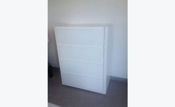 commode laqu e blanche annonce meubles et d coration. Black Bedroom Furniture Sets. Home Design Ideas