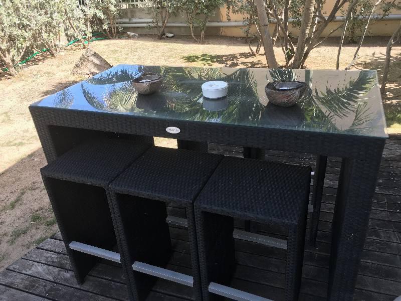 Table haute avec 6 tabouret r sine annonce mobilier et for Table exterieur orientale