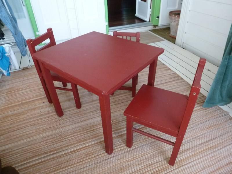 table enfant 3 petites chaises ikea annonce jeux jouets marigot saint martin. Black Bedroom Furniture Sets. Home Design Ideas