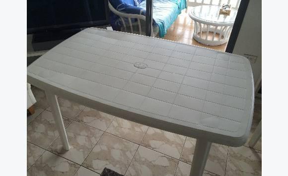 Table exterieur blanche 6 pers annonce mobilier et for Table exterieur 6 personnes