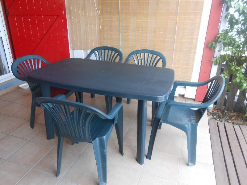 Table et chaises d 39 exterieur annonce mobilier et for Equipement exterieur