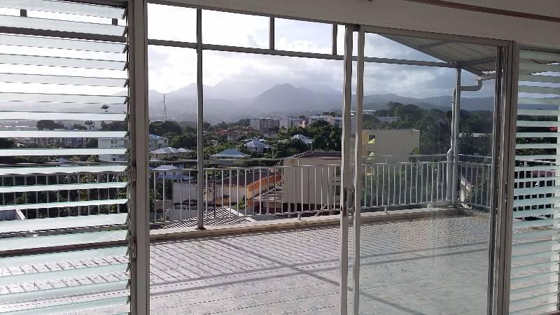 Appartement t2 avec grande terrasse sur redoute annonce for Appartement grande terrasse