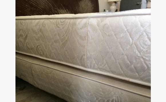 lit complet king size 2m x 2m annonce meubles et d coration grand case saint martin. Black Bedroom Furniture Sets. Home Design Ideas