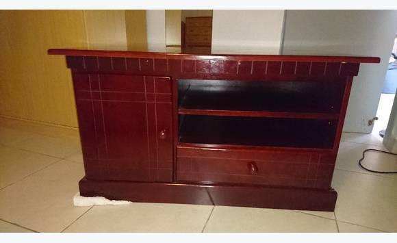meuble tv neuf en mahogany annonce meubles et d coration lorient saint barth lemy. Black Bedroom Furniture Sets. Home Design Ideas