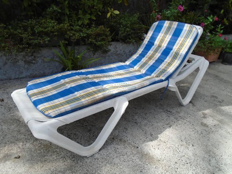 Chaise longue et coussin annonce mobilier et for Equipement exterieur